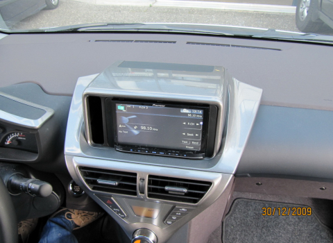 Toyota IQ. Car Cinema Navigation Pioneer Avic-HD10BT.