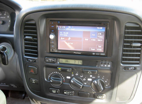 Toyota Land Cruiser. Car Cinema Navigation Pioneer Avic-D3.