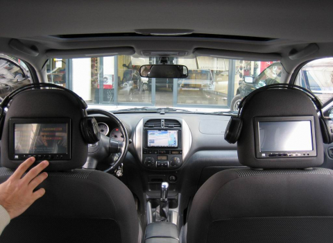 Toyota Rav 4. Car Cinema Navigation Pioneer Avic-HD3BT-Boa.